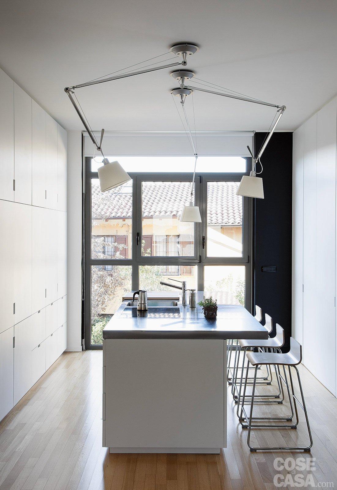 60 50 mq una casa con elementi a scomparsa cose di casa for Divano x cucina