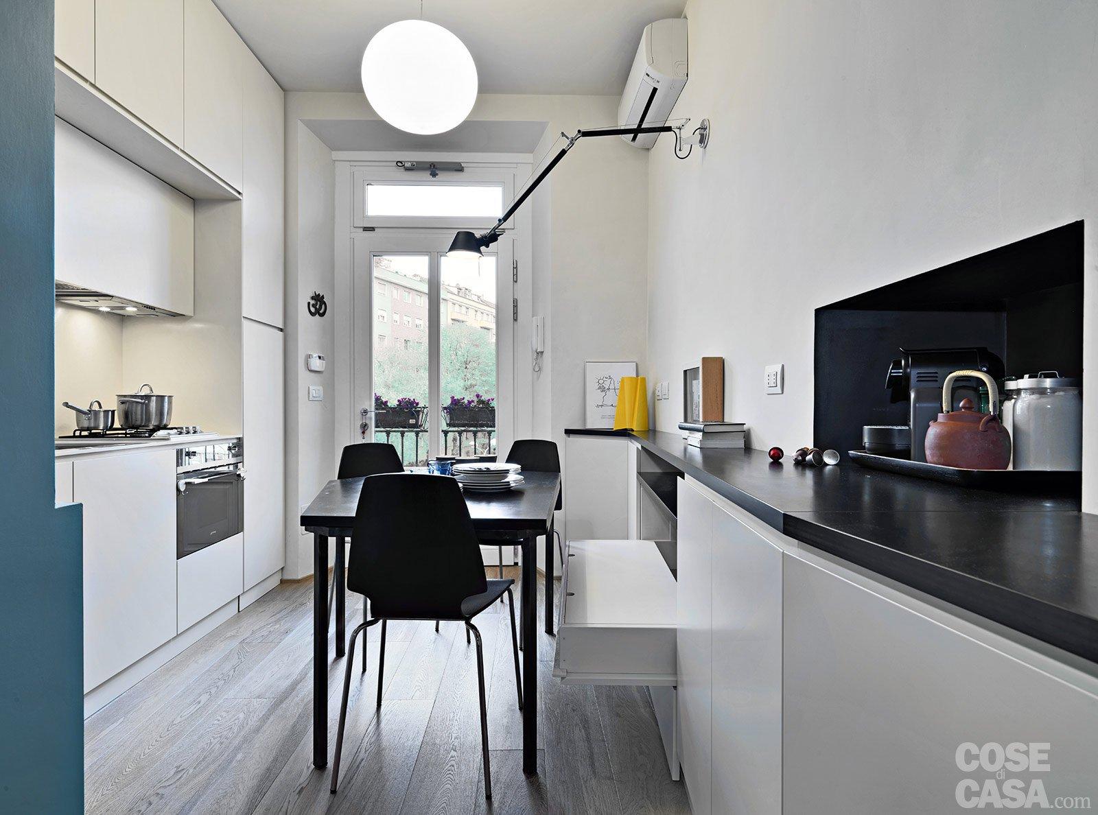 33 mq una casa sfruttata in lunghezza cose di casa - Una cucina tutta per se ...