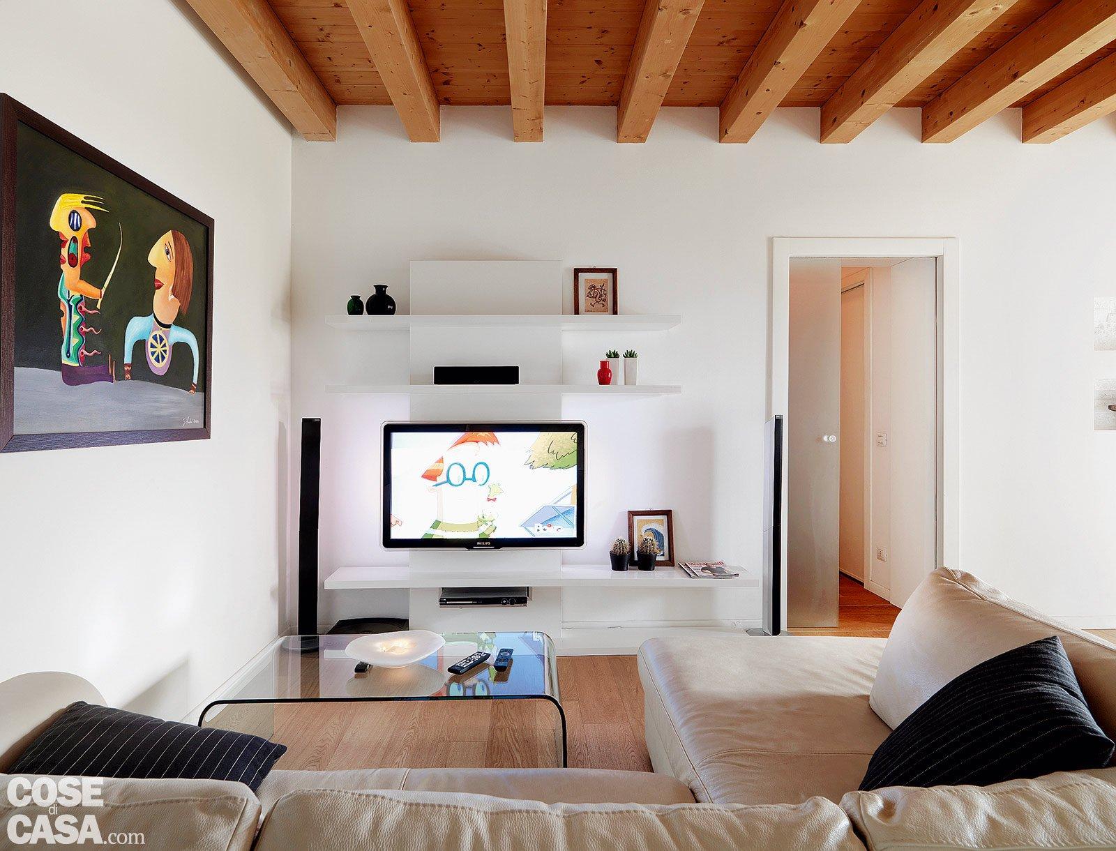 Salotto Con Parquet E Libreria A Muro Interior Design : Casa con quot trucchi mq sembrano più grandi cose di