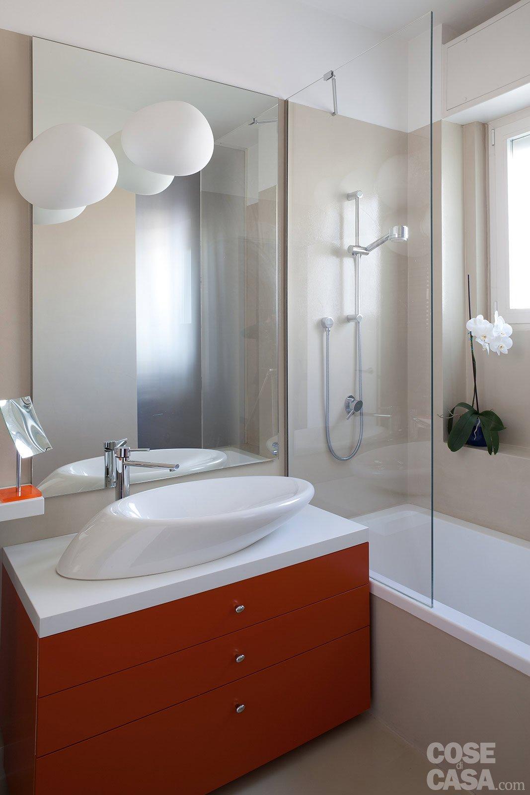 Ambienti contemporanei per una casa di taglio tradizionale - Controsoffitto bagno ...
