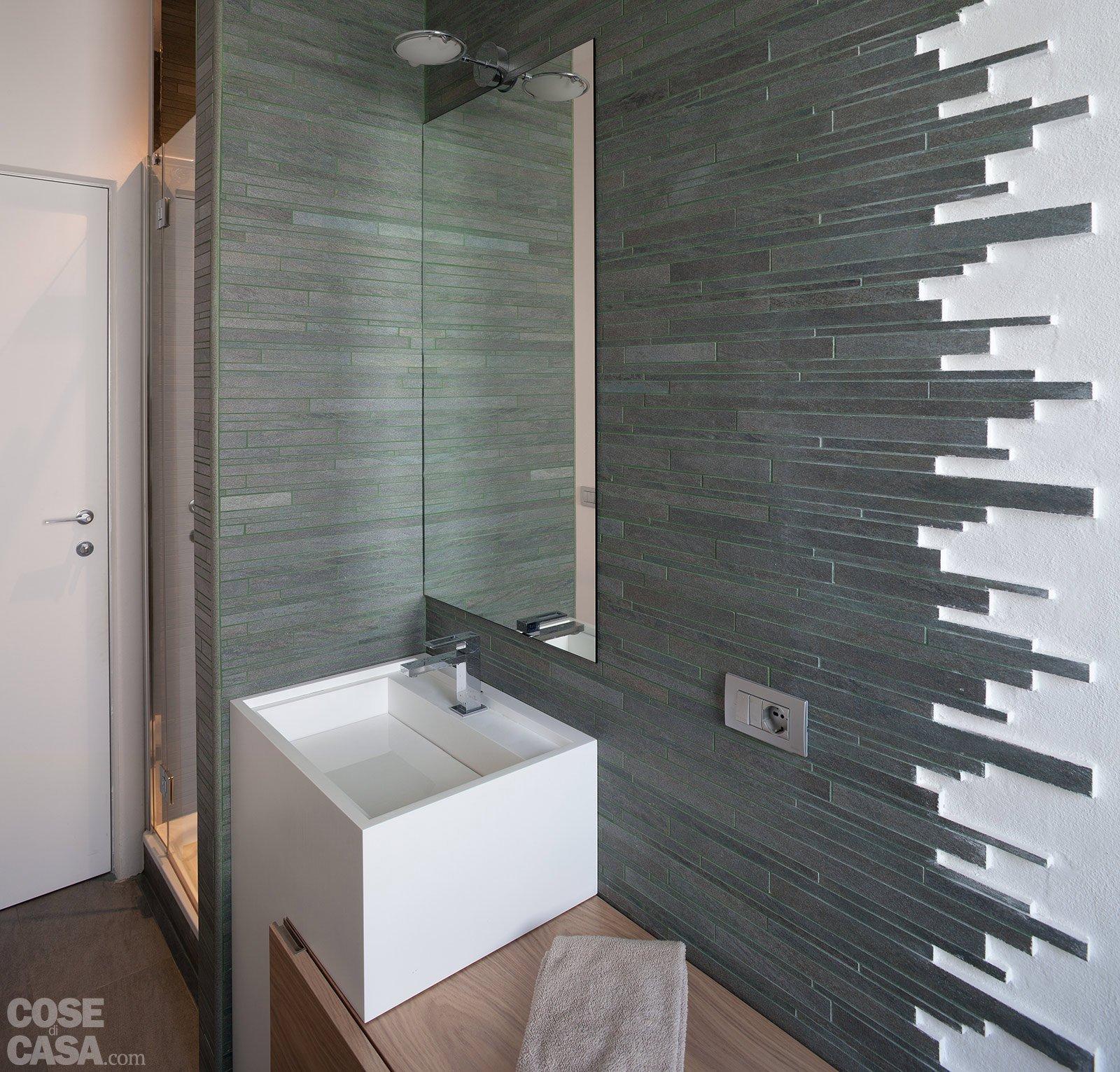 Ambienti contemporanei per una casa di taglio tradizionale cose di casa - Rivestimento pareti bagno ...