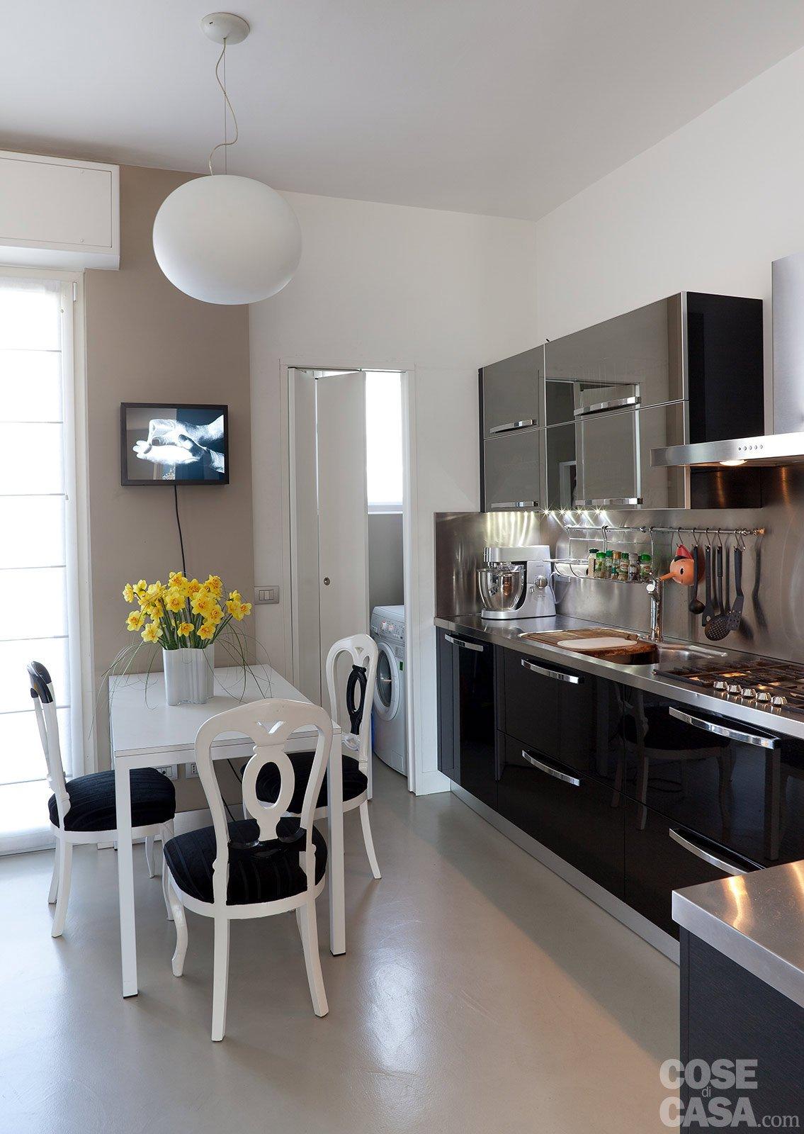 Ambienti contemporanei per una casa di taglio tradizionale - Cucina piu soggiorno ...