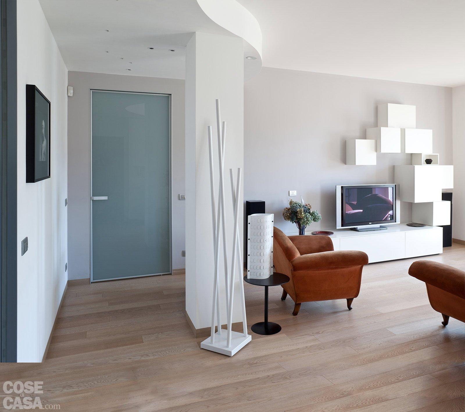 casa-pesaro-fiorentini-soggiorno-ingresso - Cose di Casa