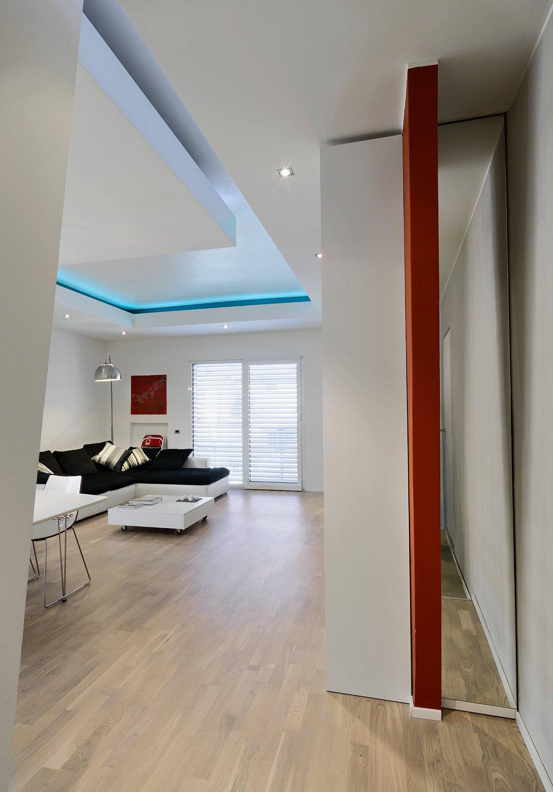 Una casa ristrutturata ridisegnando le prospettive interne for Immagini di soggiorni