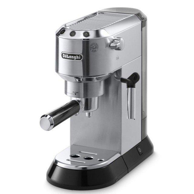 La macchina per il caffè espresso Dedica di Dè Longhi è dotata del sistema di riscaldamento Thermoblock con pannello elettronico di controllo che garantisce una grande facilità d'uso e una costante qualità dell'espresso preferito. La funzione Flow Stop, inoltre, permette di personalizzare la lunghezza del proprio caffè in base ai propri desideri. Funziona con caffè in polvere e cialde E.S.e Easy Serving Espresso. Prezzo 200 euro. www.delonghi.com
