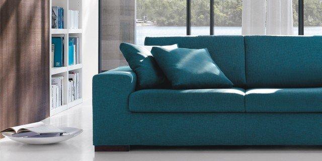 Divani blu cose di casa for Divano blu colore pareti