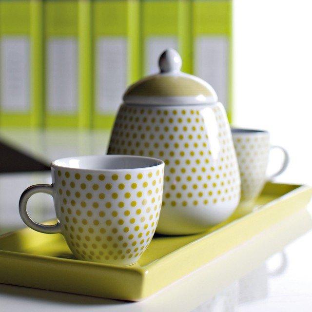 Servizio da tavola in porcellana Dot Line di Fade  (costa 21,85 euro) www.fadespa.com