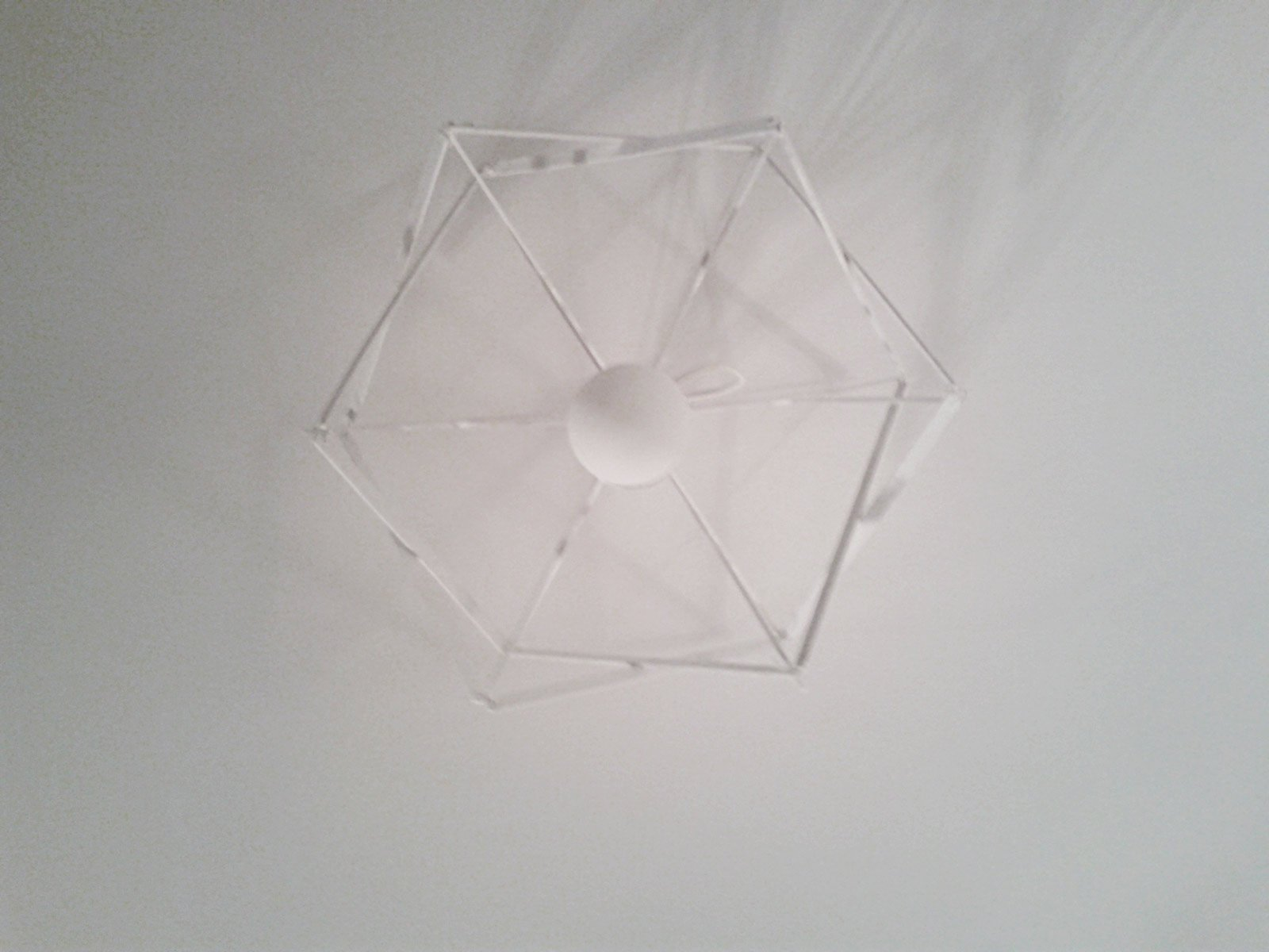 Lampade cucina fai da te: carta riciclata per il lampadario.
