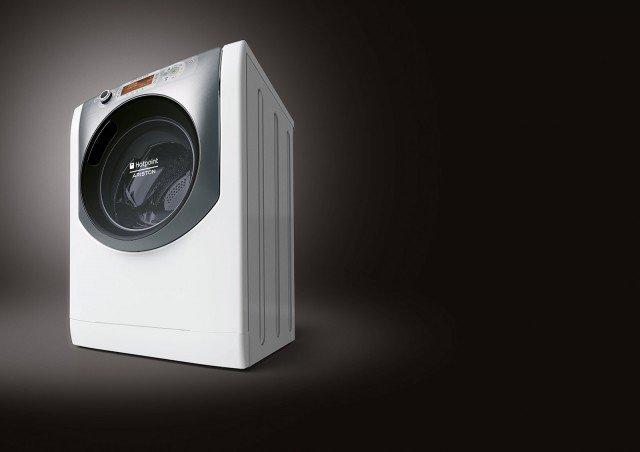 Con lo speciale Ciclo Anti Allergy, la lavasciuga AQD1170D 69 EU di Hotpoint-Ariston neutralizza l'azione degli allergeni. Lava 11 kg e ne asciuga 4 su quattro livelli, quello che favorisce la stiratura del bucato, quello che lascia il 6% di umidità nei tessuti, quello con un livello di umidità residua pari allo 0% e quello per tessuti resistenti che richiedono una completa asciugatura. In classe di efficienza energetica A, misura L 59,5 x P 61,6 x H 85 cm. Prezzo 1.019 euro. www.hotpoint-ariston.it