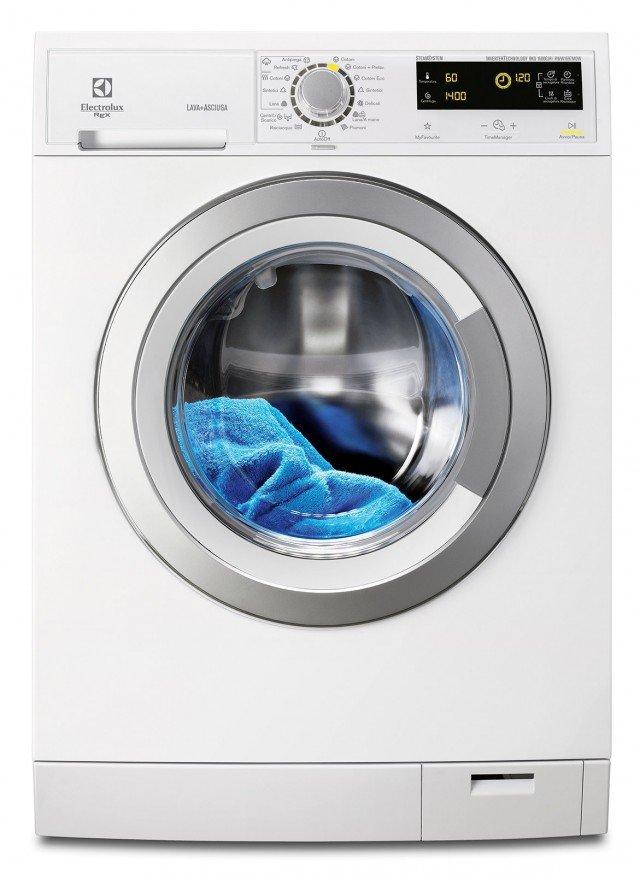 La lavasciuga RWW 1697 MDW di Electrolux Rex, in classe A, offre una maxi capacità di carico che consente di lavare fino a ben 9 kg di bucato e di asciugarne fino a 7 kg e ha la modalità d'uso che lava e asciuga automaticamente fino a 7 kg di bucato. Tratta in tutta sicurezza e morbidezza anche i maglioni in lana e ha la funzione a vapore. Misura L 60 x P 64 x H 85 cm.  Prezzo 1.097 euro. www.electrolux-rex.it