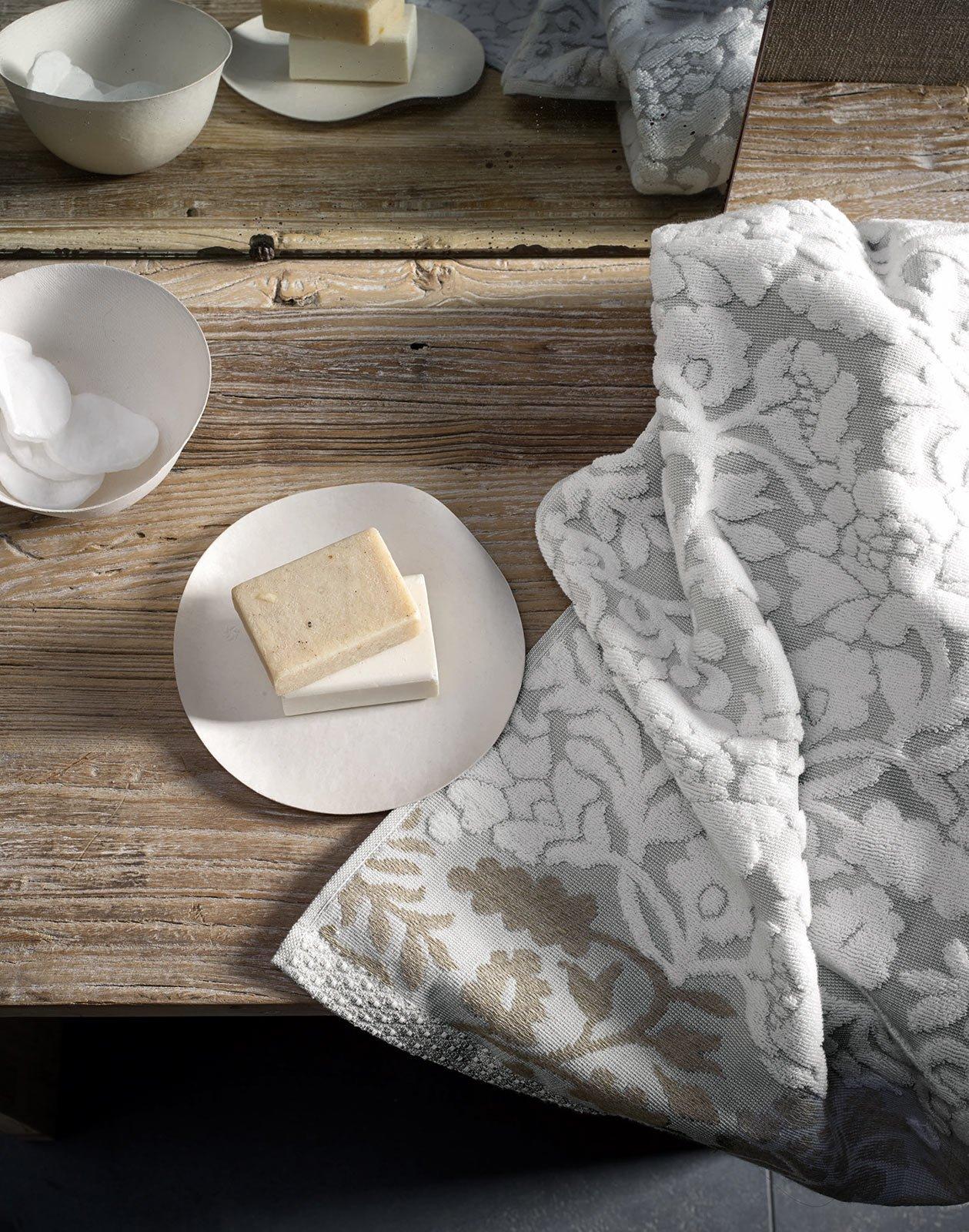 in morbida spugna jacquard di puro cotone lasciugamano ramage della collezione easy chic