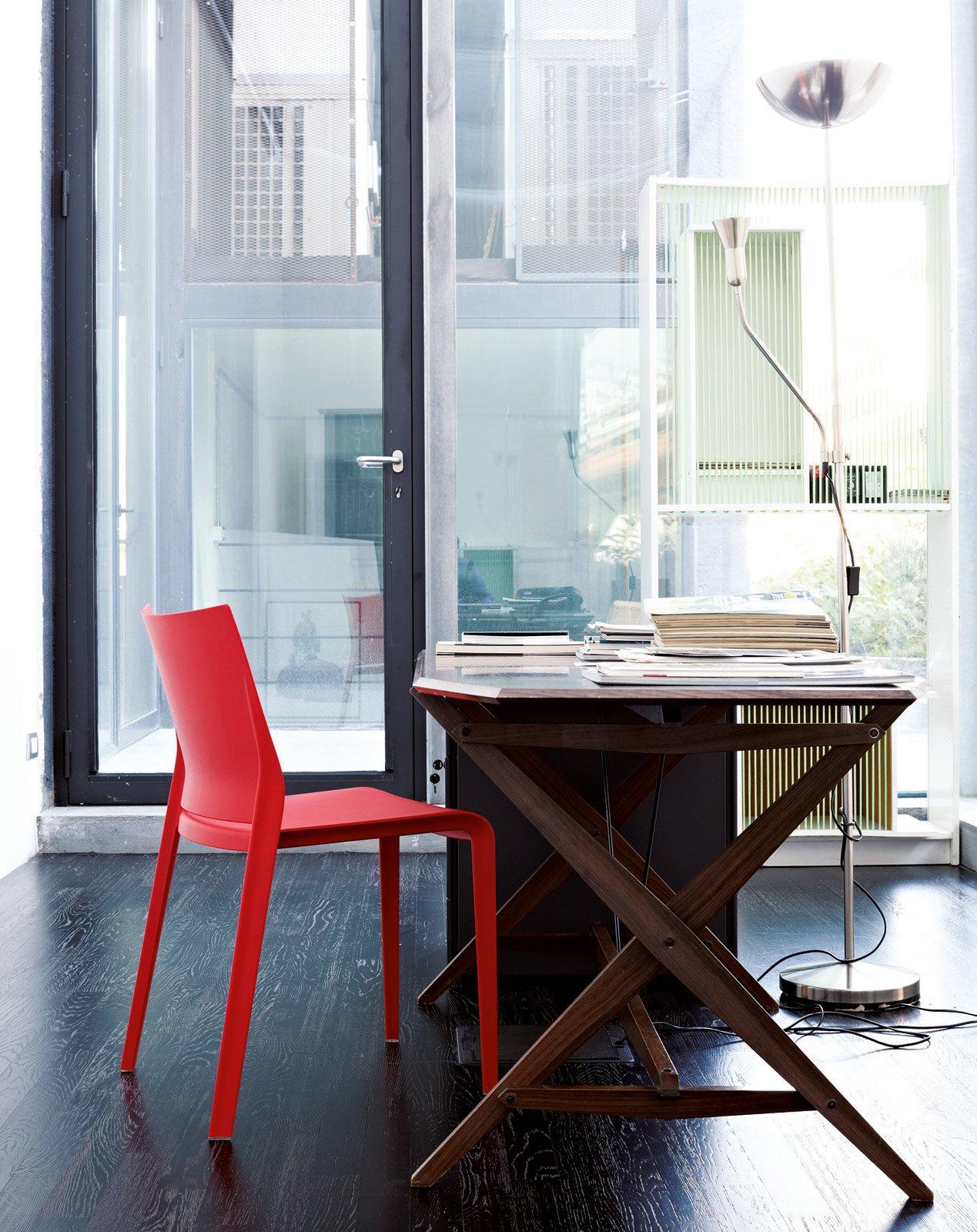 Sedie colorate anche per ravvivare un tavolo in legno e for Sedia design usata