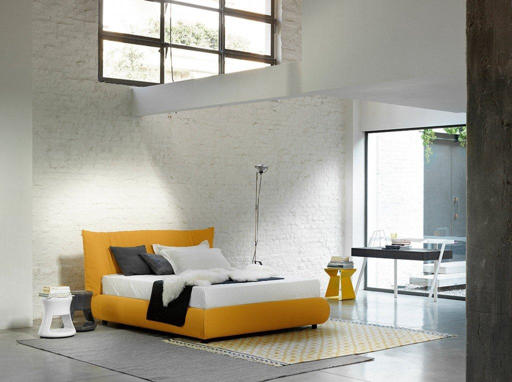 Letti matrimoniali colorati cose di casa - Cuscini grandi per testata letto ...