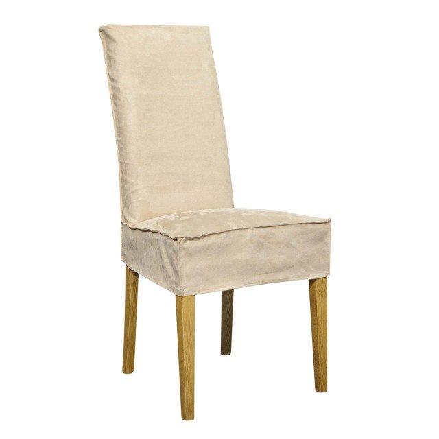 Un alto schienale per la sedia in faggio dotata di un rivestimento in morbido tessuto beige. Misura L 46 x P 45 x H 100 cm e costa 115,80 euro. Di Coincasa. www.coin.it