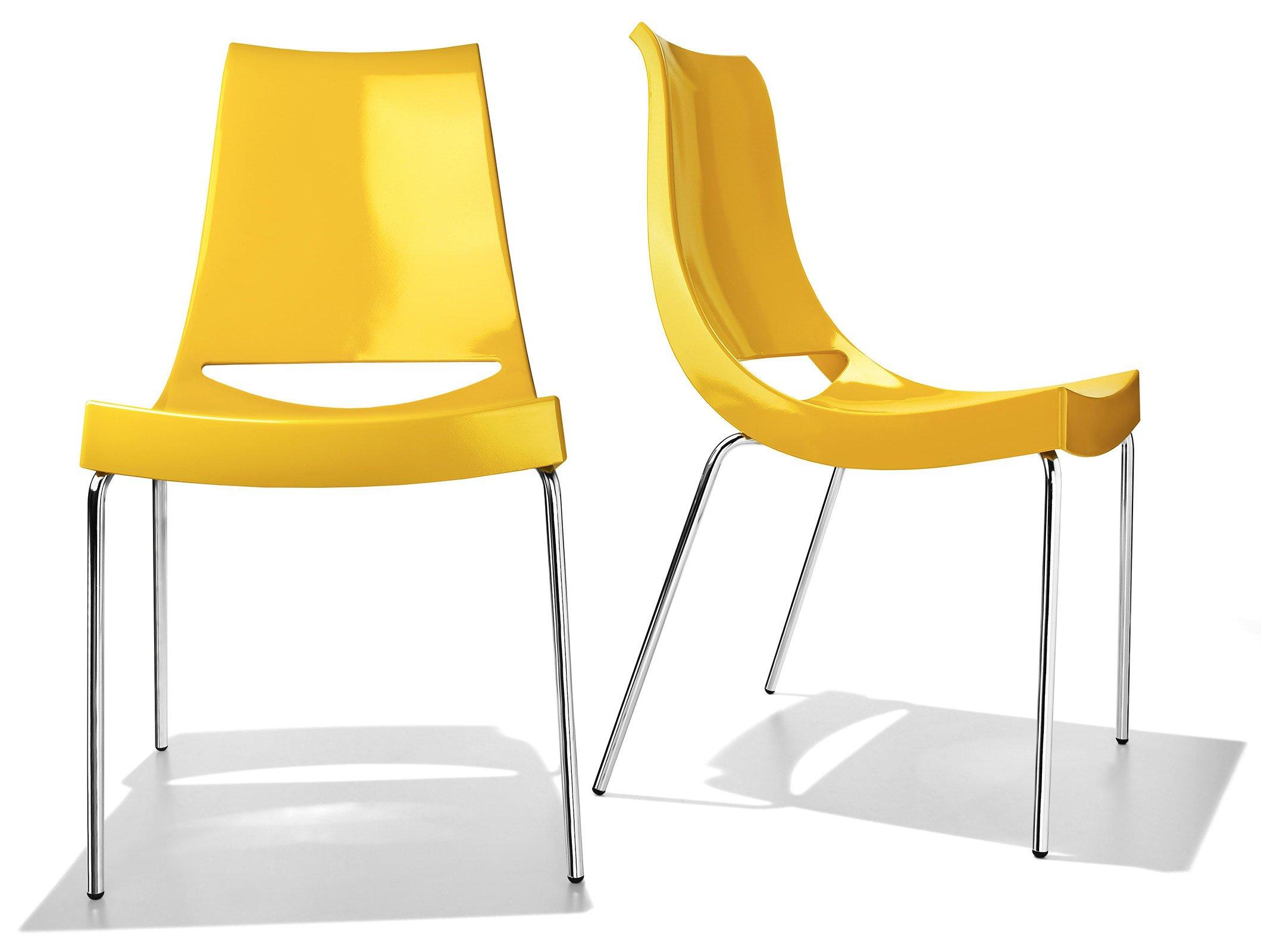 Sedie colorate anche per ravvivare un tavolo in legno e for Sedie per esterno happy casa