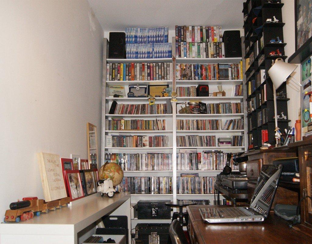 La videoteca libreria in ferro zincato e legno cose di casa for Libreria in ferro