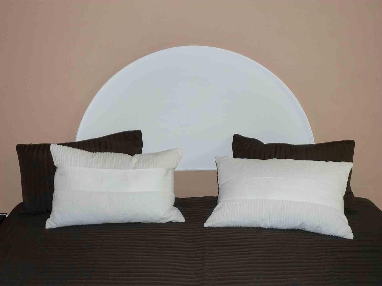 Una testiera a semicerchio e un arco per abbellire un passaggio cose di casa - Parti di un letto ...