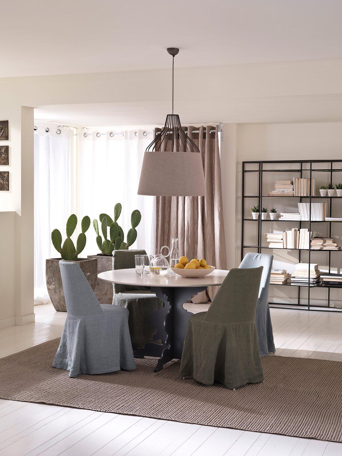 Tavoli rotondi e ovali design morbido minimal dinamico for Sedie vestite