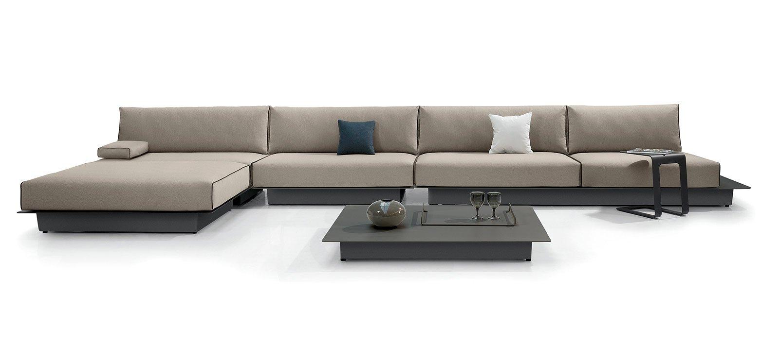 Divani con penisola e ad angolo al salone del mobile - Prodotti per pulire il divano in tessuto ...