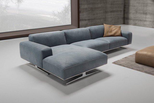 Divani con penisola e ad angolo al salone del mobile cose di casa - Ikea napoli divani letto ...