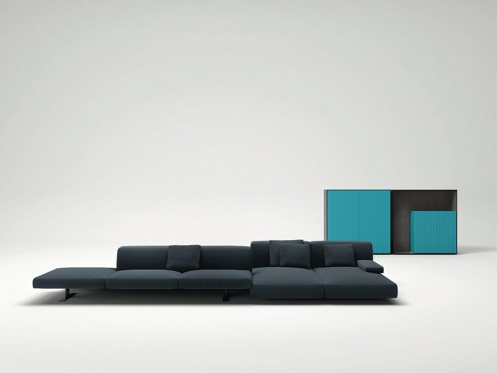 Divani con penisola e ad angolo al salone del mobile cose di casa - Profondita divano ...