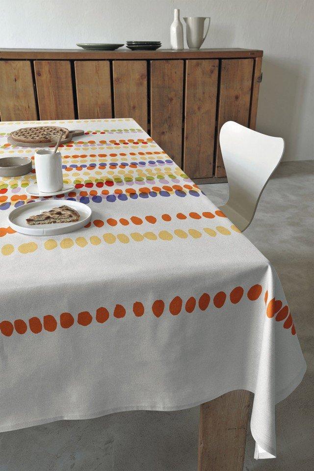 Pearls di Bassetti Good Day è proposta in tre varianti di colore con motivo a pois stampato su tessuto di puro cotone. Misura 150 x180 cm. Prezzo: 29 euro; Misura 150 x 220 cm. Prezzo: 35 euro; Misura 150 x 270 cm. Prezzo: 45 euro. www.bassetti.it