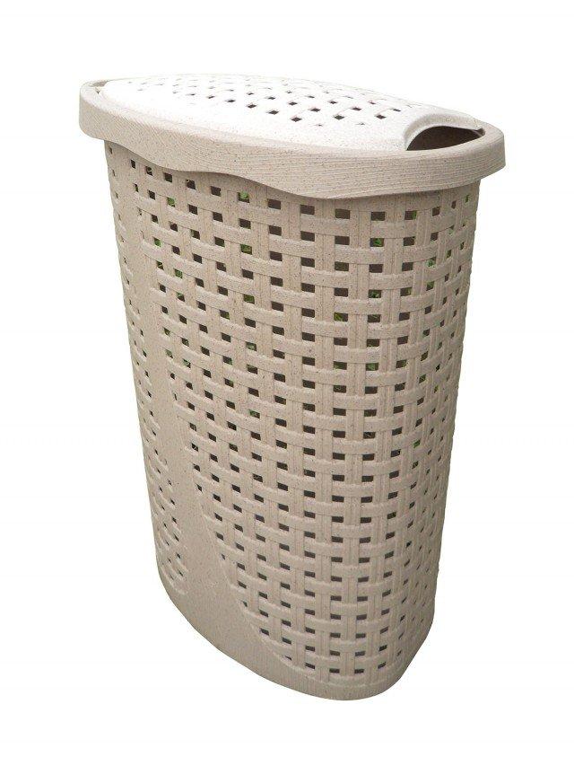 Disponibile anche nella colorazione legno, il portabiancheria Paglia ha capienza di 43 litri e è caratterizzato da superficie in rilievo che lo rende un vero elemento di arredo. Costa 12,50 euro. www.bamagroup.com
