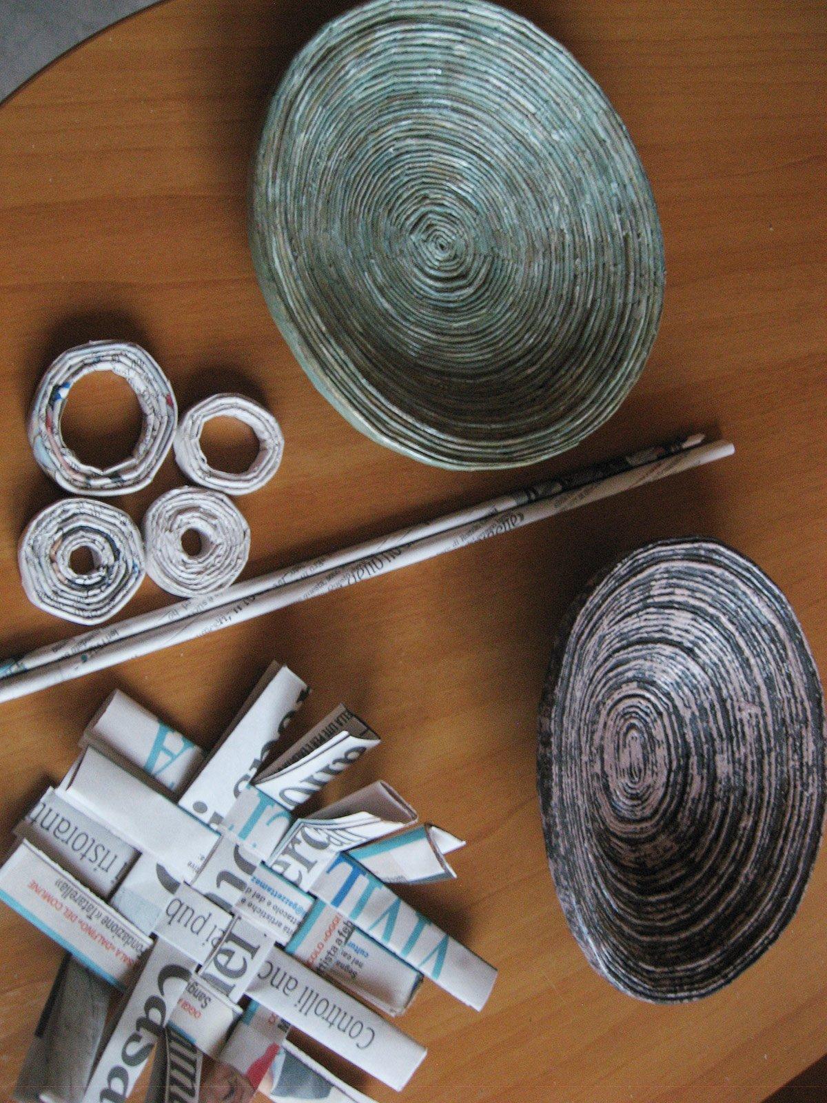 Con carta di riciclo cestini ciotole e vasi decorativi for Oggetti decorativi fai da te