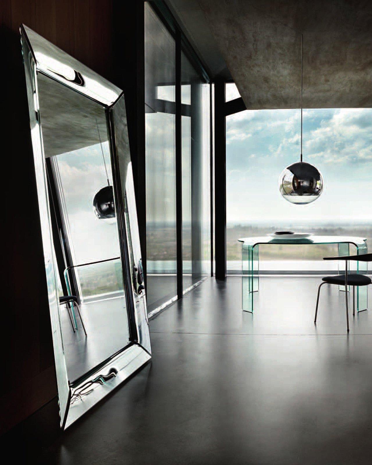 Specchi questione di riflessi cose di casa for Specchio girevole da terra