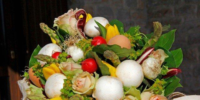 Per Pasqua, un mazzo di fiori e verdure