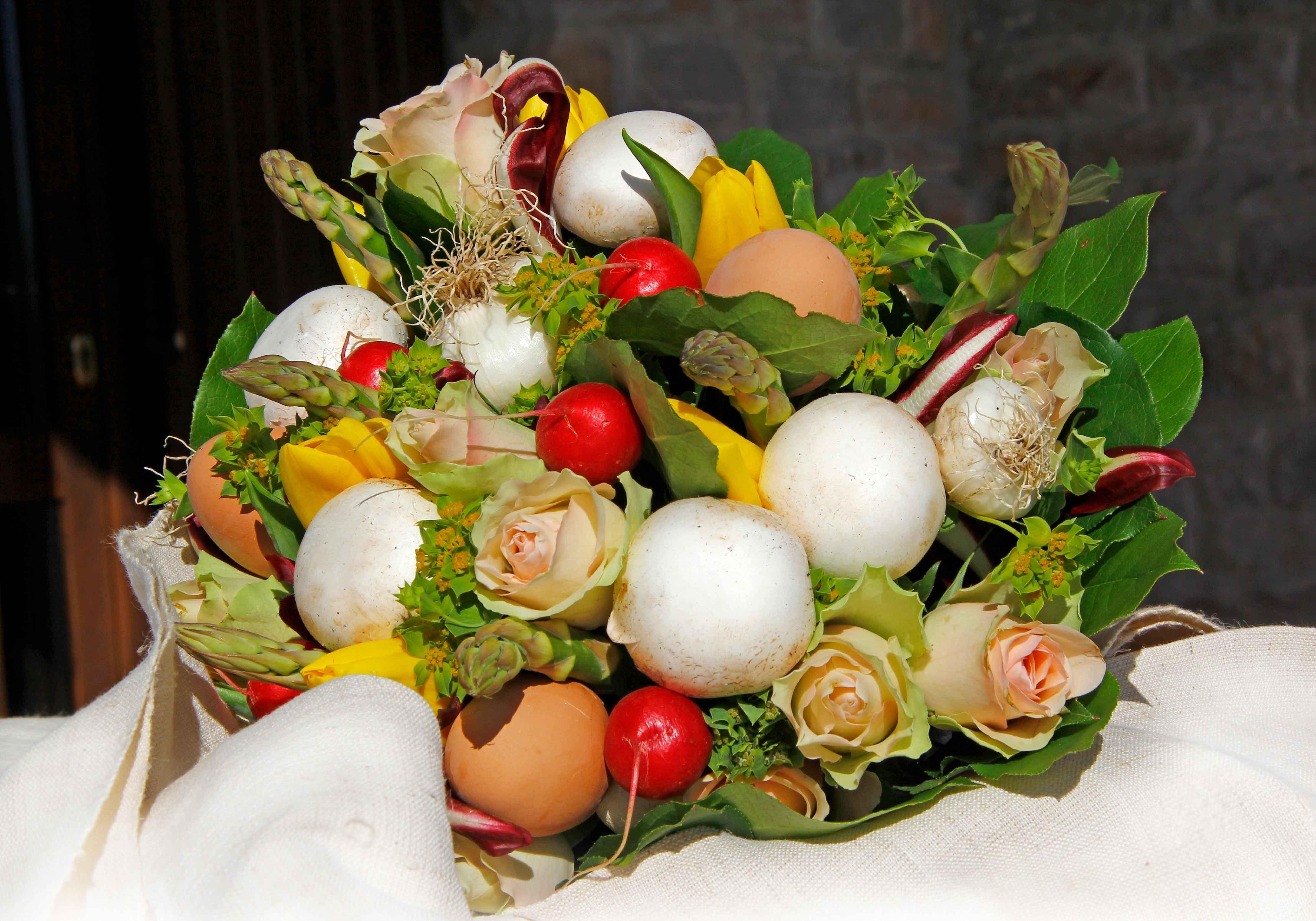 Per pasqua un mazzo di fiori e verdure cose di casa for Decorazioni con verdure e ortaggi