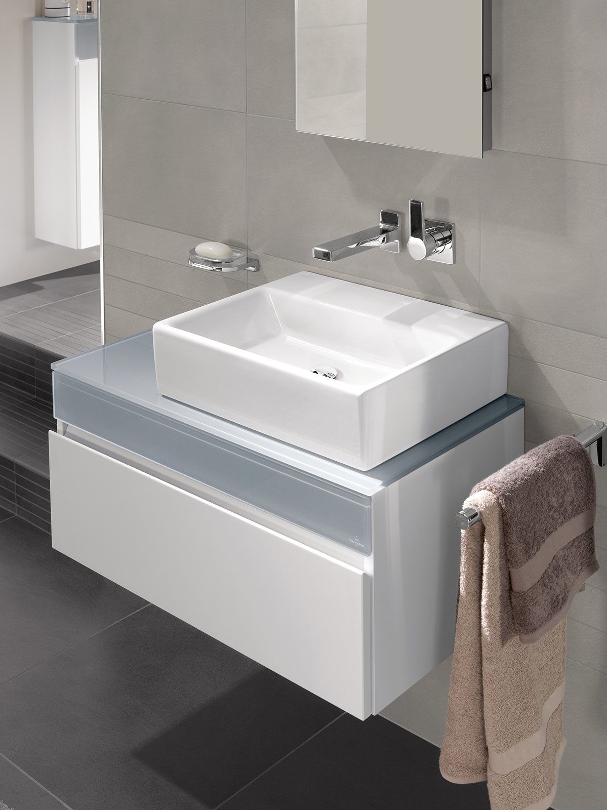 adatto a integrarsi in un bagno dalle linee pure e minimaliste il lavabo memento di