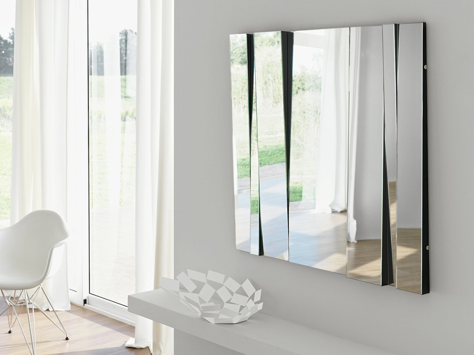 modulabili esprimono il senso dinamico dello spazio per lo specchio ...
