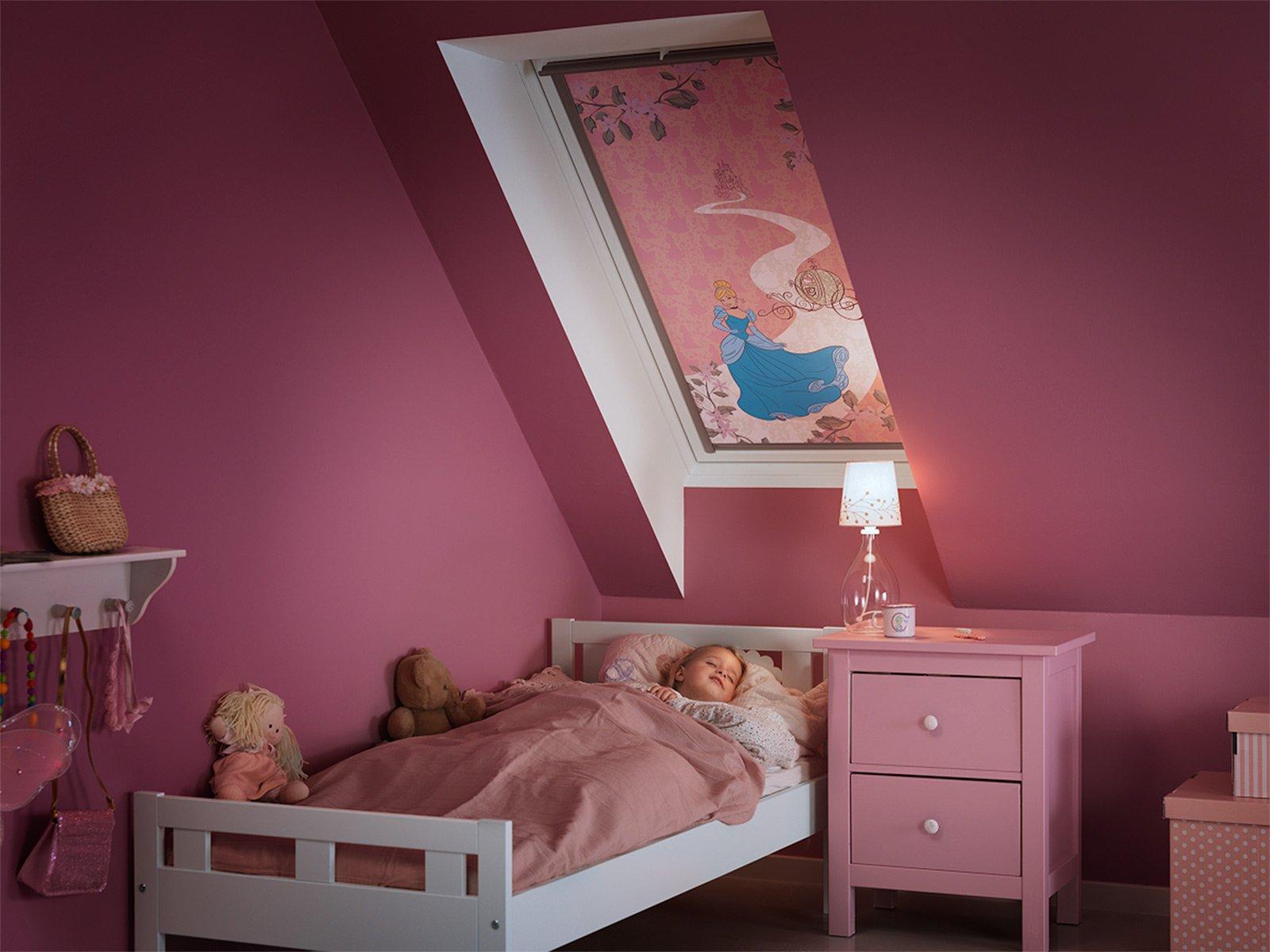 Il lucernario perfetto per la cameretta cose di casa - Tende per camerette disney ...