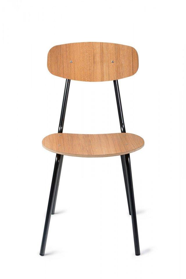 Semplicità e leggerezza per Aqua di Mara, la sedia che ricorda i modelli anni Settanta. Il telaio è in tubo metallico verniciato nero, lo schienale e la seduta sono in Mdf rivestiti in laminato effetto legno da scegliere tra le varianti Noce e Teak. Misura L 41,5 x 51 x H 82 cm.  www.marasrl.it