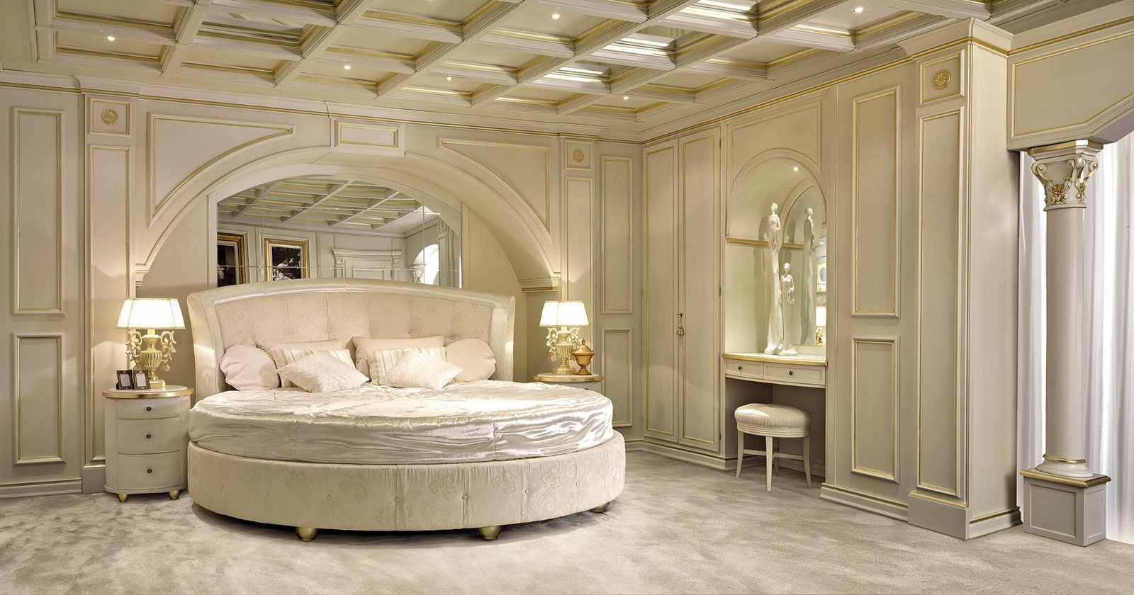 Letti classici per una camera tradizionale cose di casa - Stanze da letto usate ...