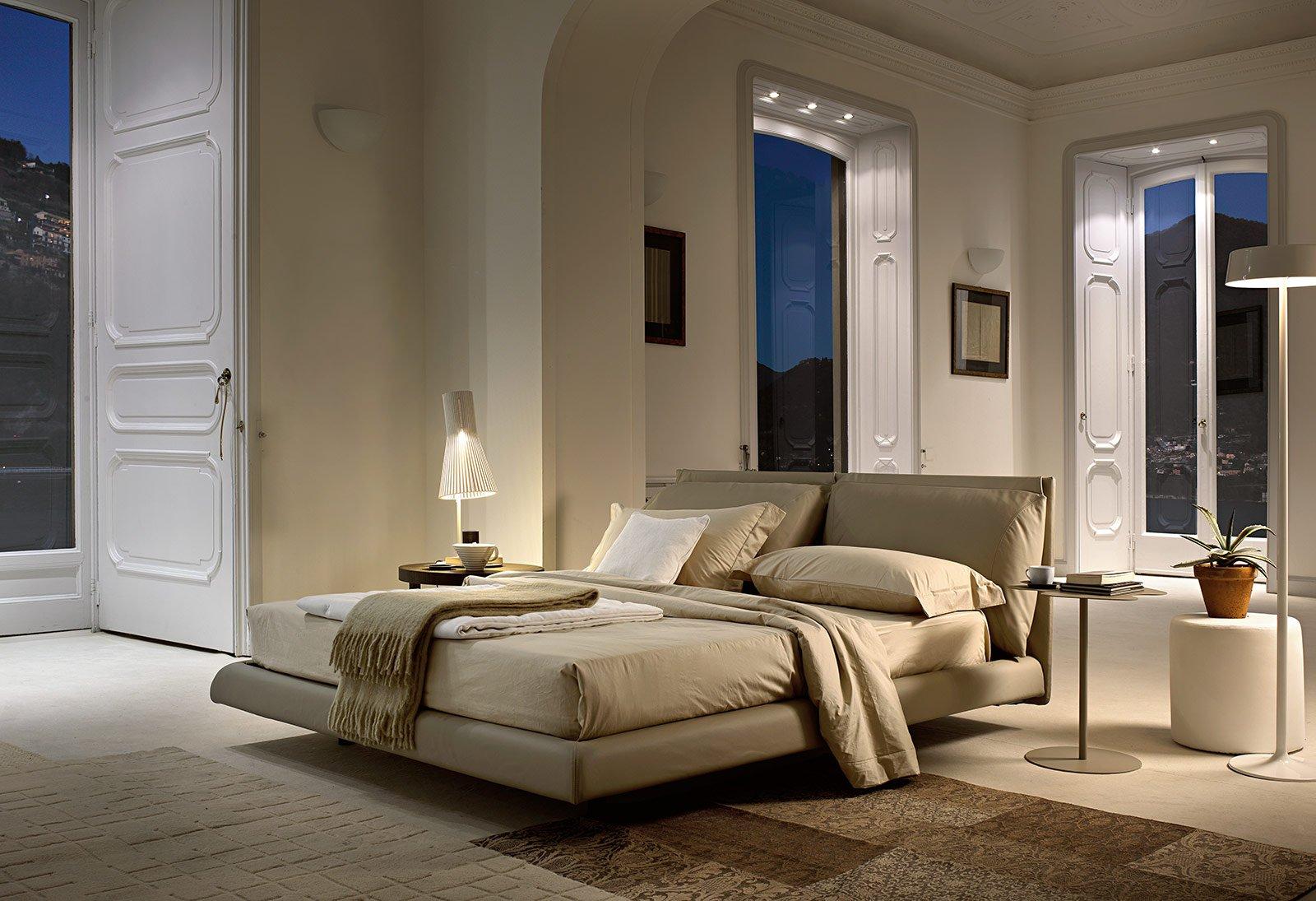 Tante versioni per il letto tessile cose di casa - Cuscini imbottiti per testiera letto ...