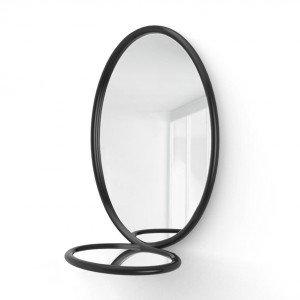 Loop Mirror di Porro è caratterizzato da una morbida cornice in legno che circonda lo specchio ovale e crea una mensola sporgente. Un design visionario e poetico che dà vita a una vera e propria scultura realizzata a mano in grado di creare ipnotici giochi di riflessioni. www.porro.it
