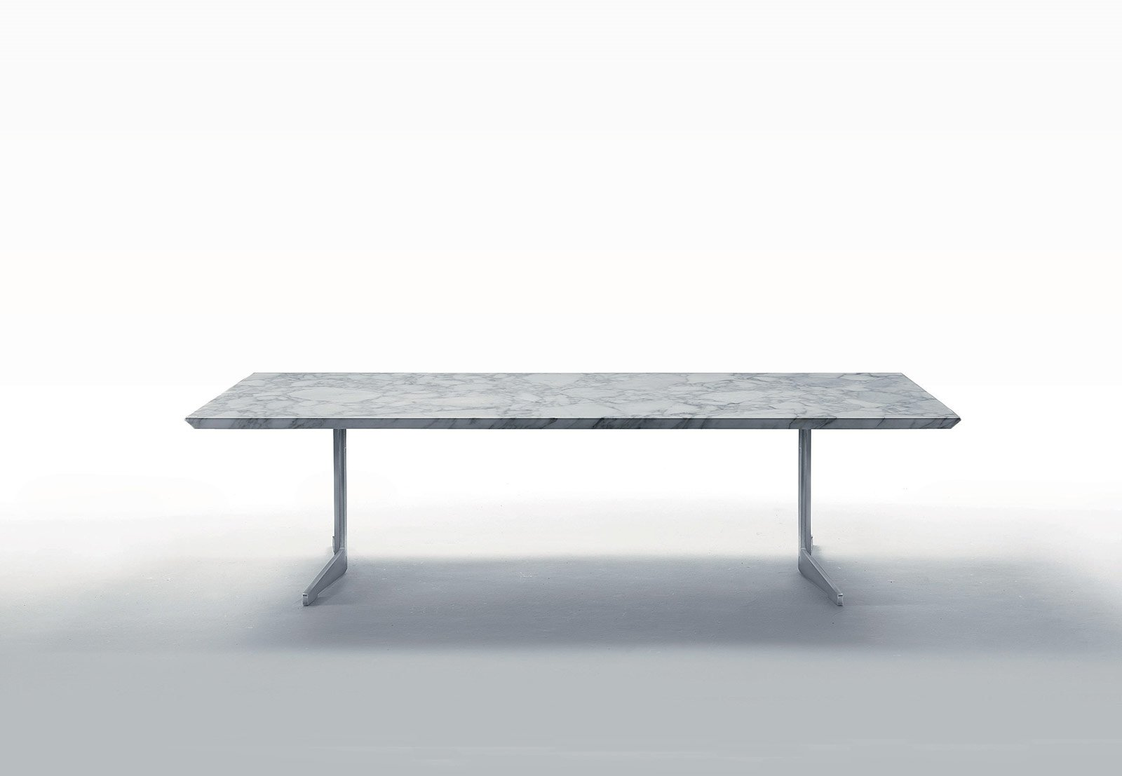 Tavolo In Ferro Brunito E Legno : Tavoli con struttura in metallo dal salone del mobile cose