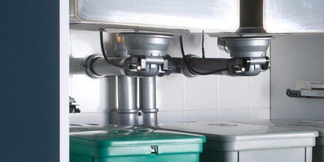 Pi spazio sotto il lavello in cucina cose di casa - Sifone lavello cucina ...