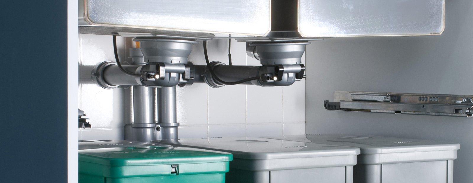 Pi spazio sotto il lavello in cucina cose di casa for Sifone elettrico per acquario fai da te