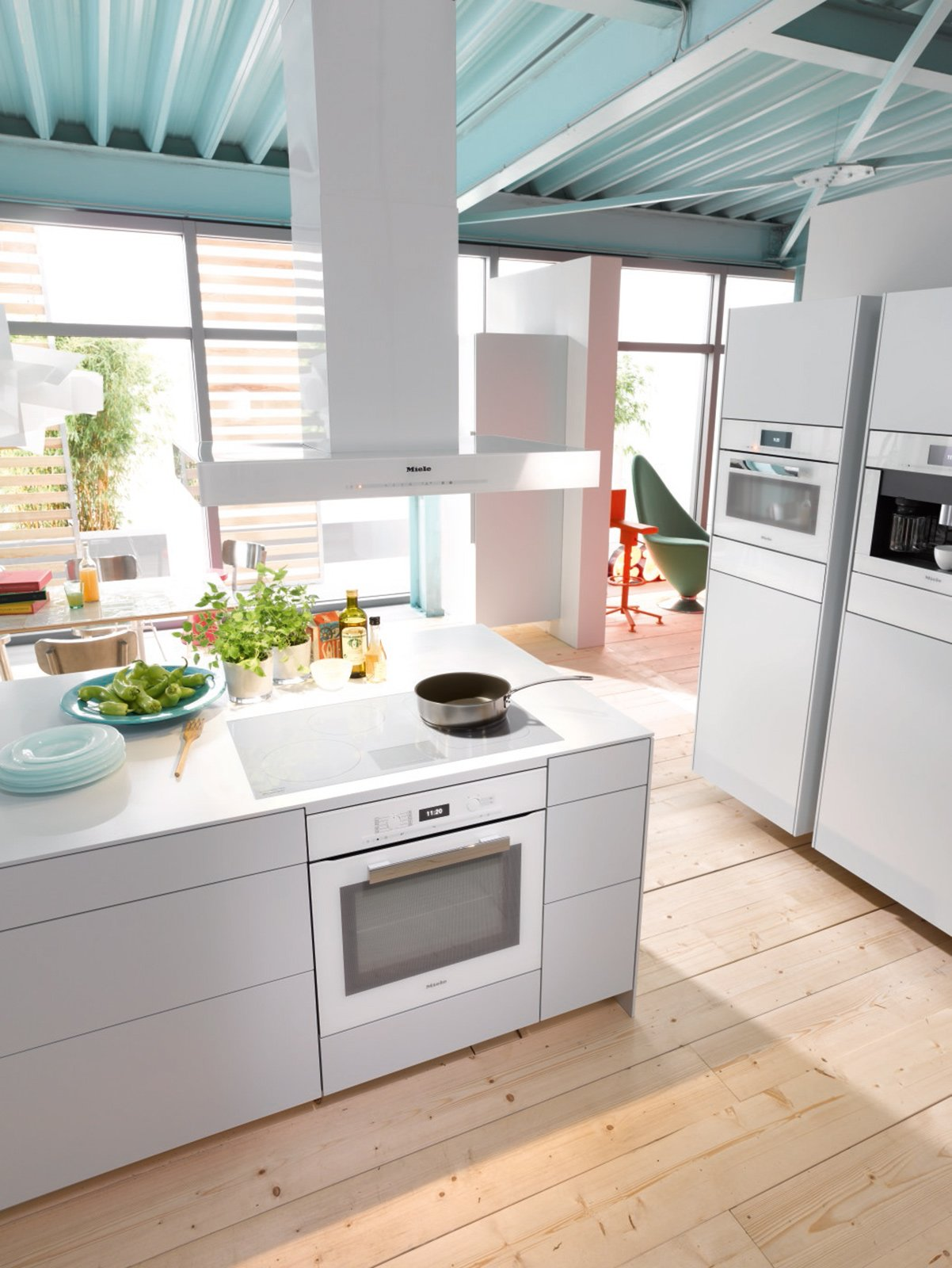 Total white in cucina anche per gli elettrodomestici - Elettrodomestici in cucina ...