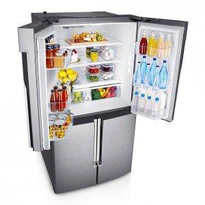 Il frigorifero 4Porte T9000 di Samsung offre circa 900 litri di capacità, spazi molto ampi e grande flessibilità interna. La parte inferiore è caratterizzata da due colonne freezer, di cui una può essere trasformata in frigorifero. In classe A++, ha sistema Cool Select Plus che offre quattro livelli di temperatura pre-impostati, gestibili direttamente dal display del frigorifero per scegliere facilmente la modalità più adatta. Misura L 90,8 x P 93,9 x H 185 cm. Prezzo 3.499 euro. www.samsung.it