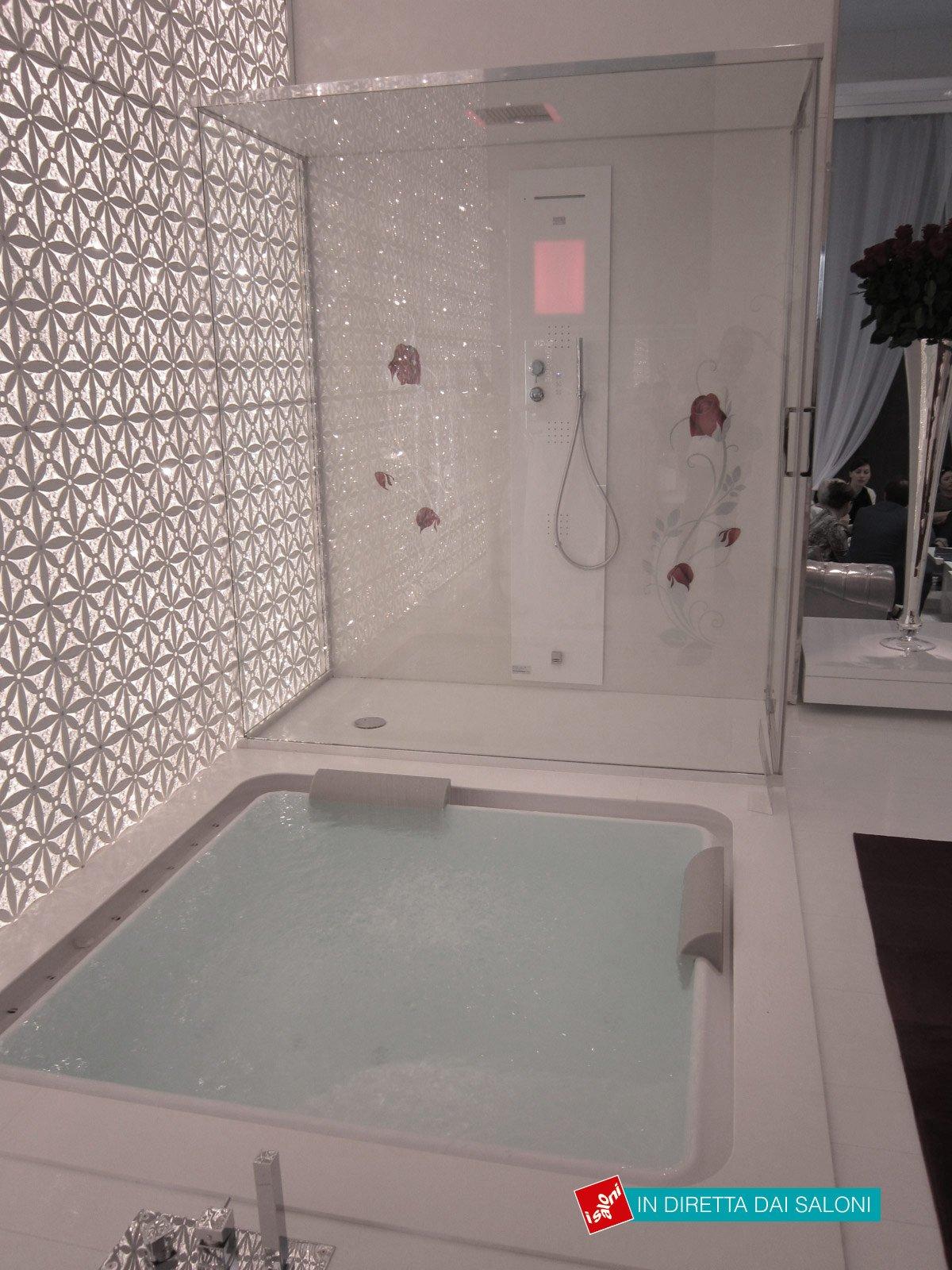 Vasca-a-pavimento-e-doccia-di-Hafro - Cose di Casa