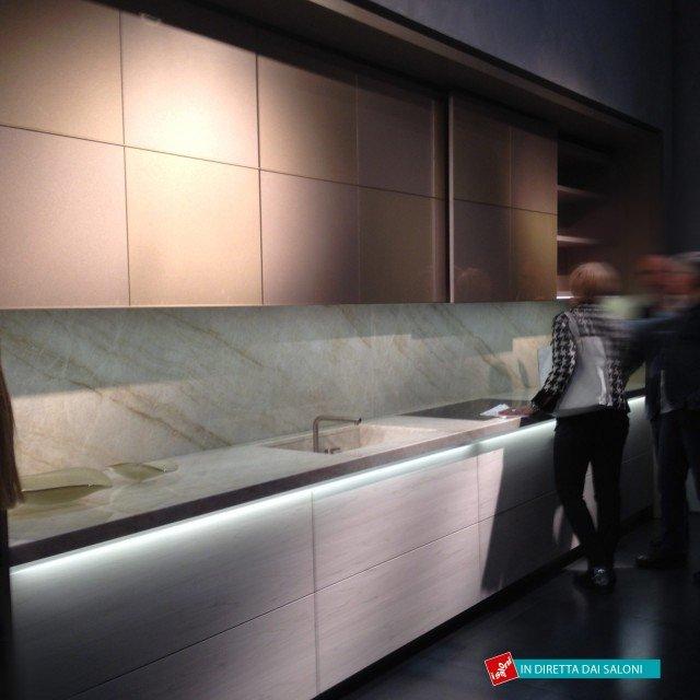 Cucina Armadi Checkers di Dada. Design e funzionalità sono le parole chiave della collezione che nasce dalla partnership tra il Gruppo Armani e il Gruppo Molteni.