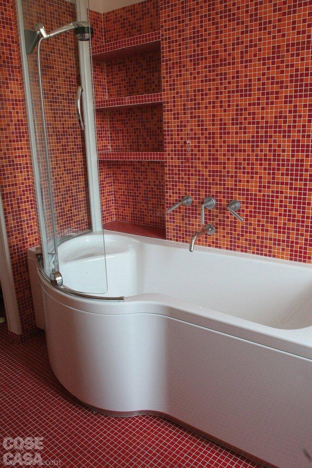 Una casa di 55 mq in rosso cose di casa - Bagno mosaico rosso ...