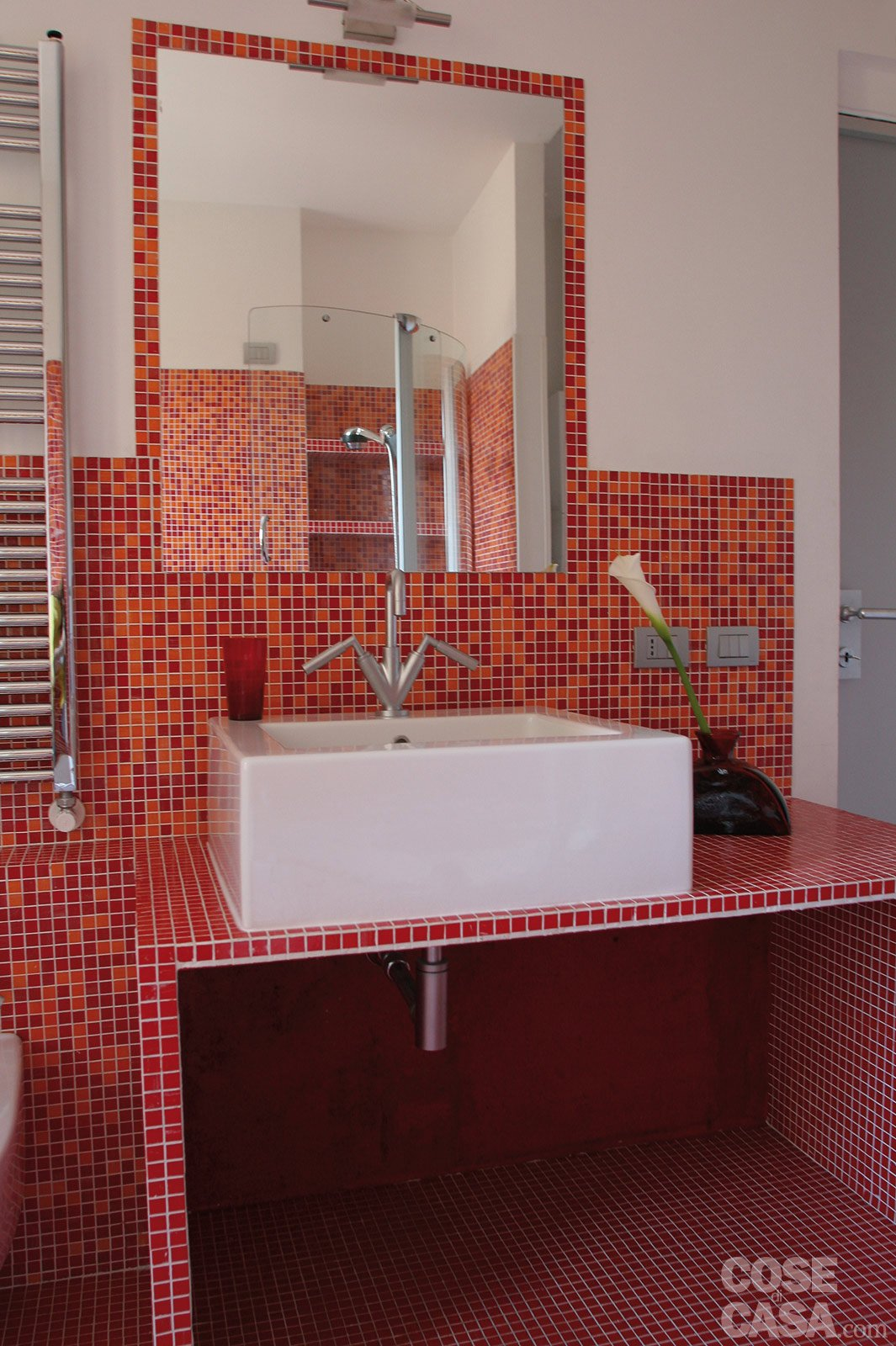 Idee Bagno Moderno Mosaico : Idee arredamento camera mansarda ...