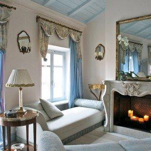 60 mq un sottotetto classico in tonalit pastello cose - Specchio con lampade intorno ...