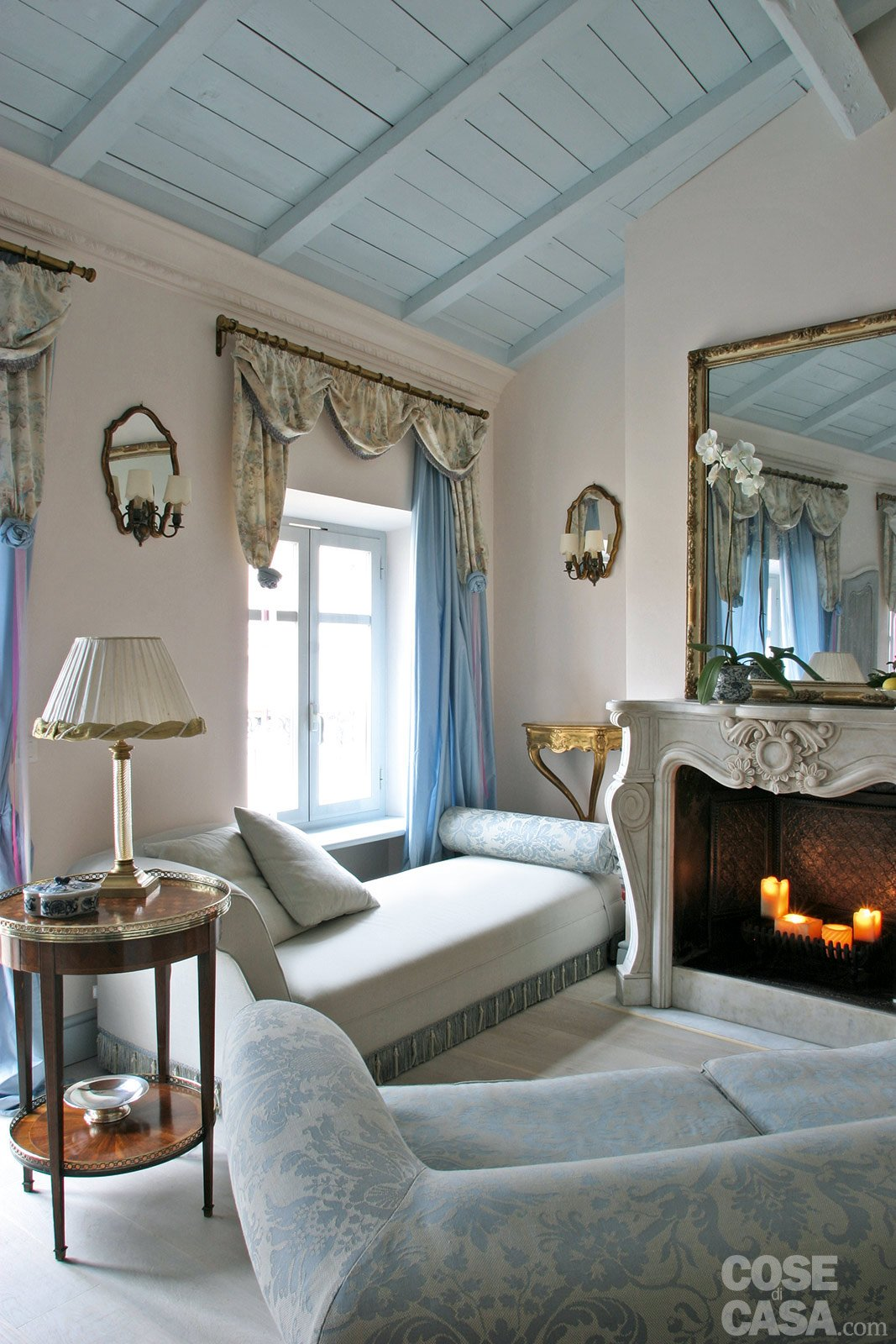 Salotto Antico Con Camino : Mq una casa in tonalità pastello cose di