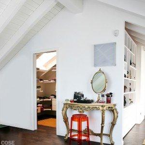 Volumi bianchi in mansarda per avere pi luce cose di casa for Cabina di 300 piedi quadrati